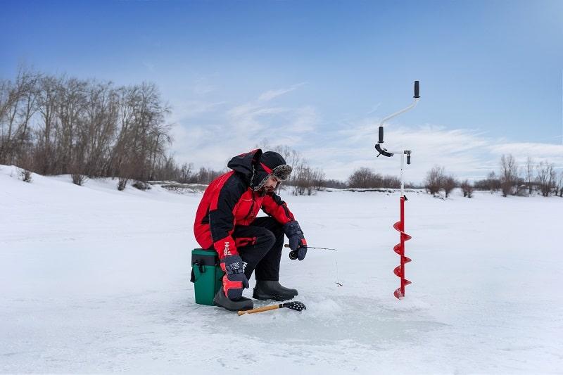 Зимняя рыбалка на классическую удочку.