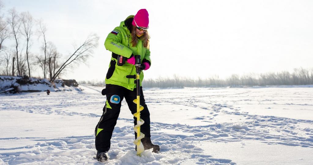 Поиск удачного места для лова займёт не так много времени и потребует гораздо меньших усилий, если к ледобуру присоединить шуруповёрт.